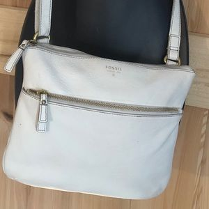 Fossil whit leather cross body